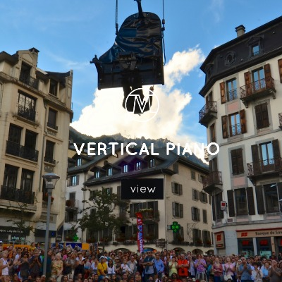 VoxMagna Agency, Vertical Piano, piano suspended, Mariana Rinaldi, technological artists, piano upside down, concert, robotics, performance, events, shows